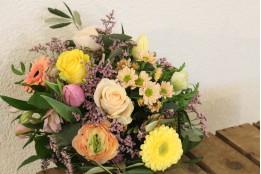 Blumenstrauß bunt pastell